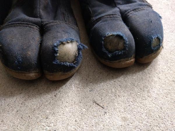一年使用した丸五のプロガード万年足袋の指先画像